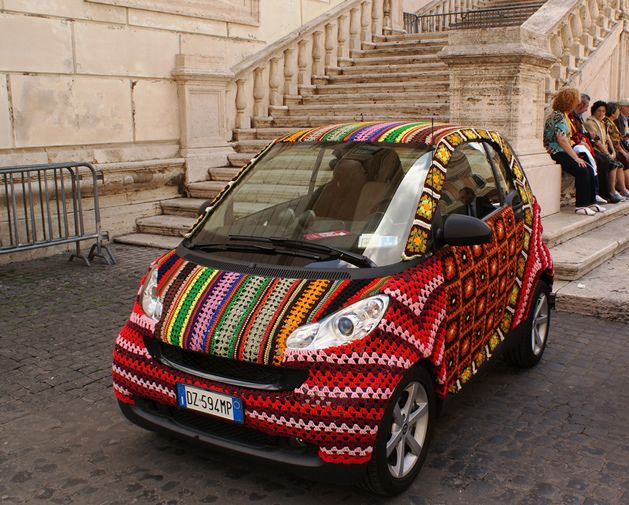 Crochet-covered Smart car in Rome