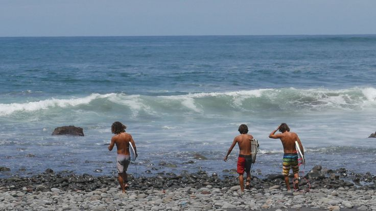 We are in El Salvador! The country known more for its crime rates and tattooed gangs rather than its incredible coastline and nature. Wanting to explore the Pacific coastline for the first time on …