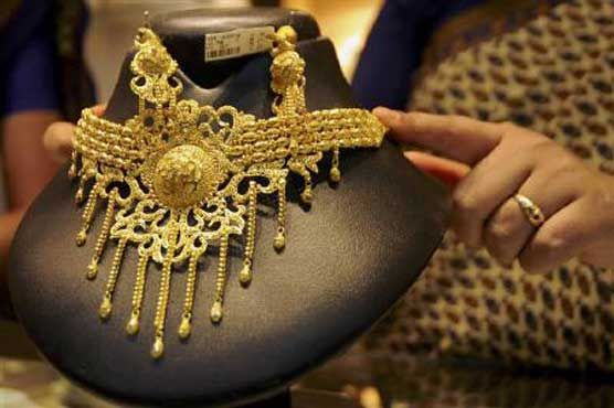 KARACHI (Dunya News) – Gold decrease by Rs 500 per tola #Gold prices dipped in international and local markets on Monday.  Gold prices have decreased in local and international market on first day of the week. According to Sindh Jewellers' Association, price of one tola gold fell by Rs 500 to close at Rs 49250, while 10-gram gold dipped by Rs 471 to reach Rs 42214. In international #market, gold prices also went down by $8 per ounce to close at $1286. #Business #Jewellers #Sindh #pakistan