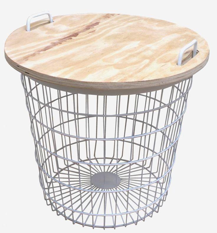 Stoer Metaal tafeltje, draadmand met deksel. Superhandig bijzettafeltje, helemaal leuk om een stel tafeltjes bij elkaar te zetten.