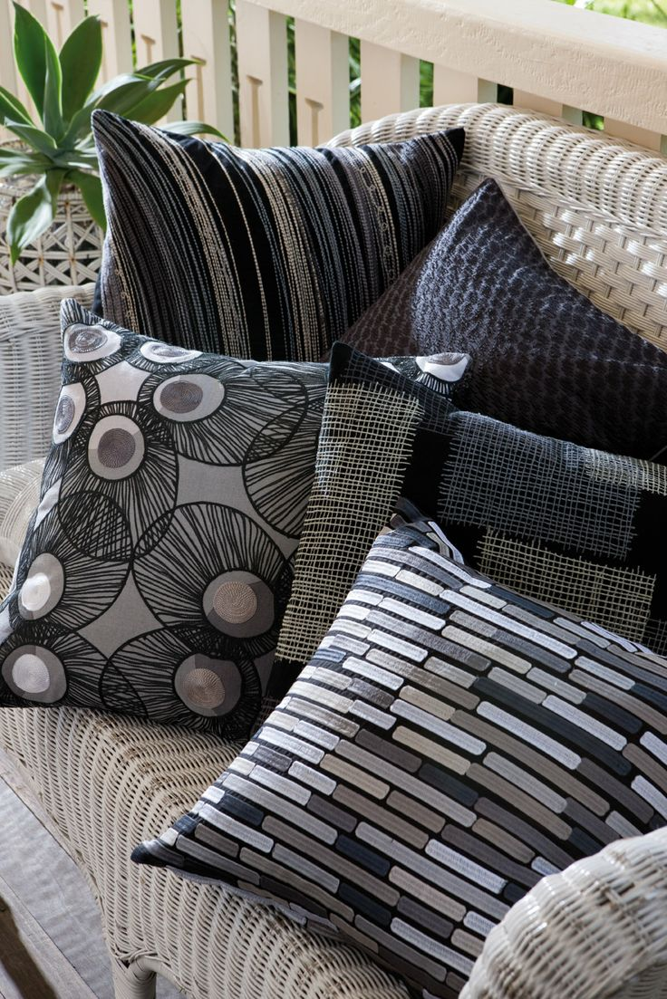Edition 20 - KAS Cushions, black and white