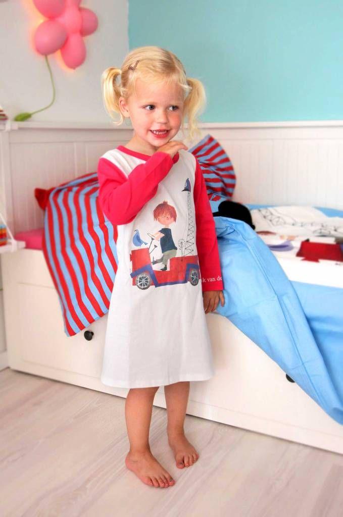 Fiep Westendorp nachtjapon / meisjes pyjama.....met de beroemde Rode Kraanwagen