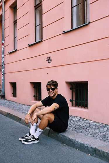 Simple fashion for Men. Vans Sneakers, Socks, Bershka Shorts, Nike T Shirts, Ray Ban Glasses, Casio Watch