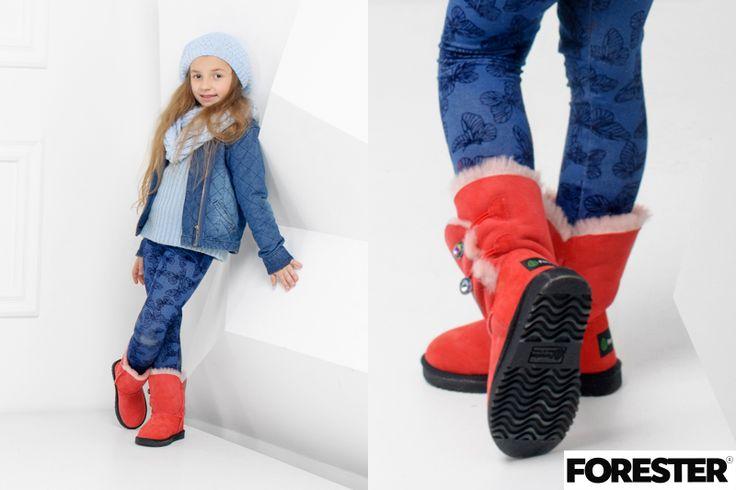 Красные детские угги на пуговицах и натуральным мехом внутри. Зимой надежно согреют ножки ваших детей зимой. #footwear #shoes #ugg #uggs #baby #forester #fashion #fashionista #look #lookbook #kicksonfire #kickstagram #kick #vscocam #vsco #cute #fall #winter #street #colorful #children