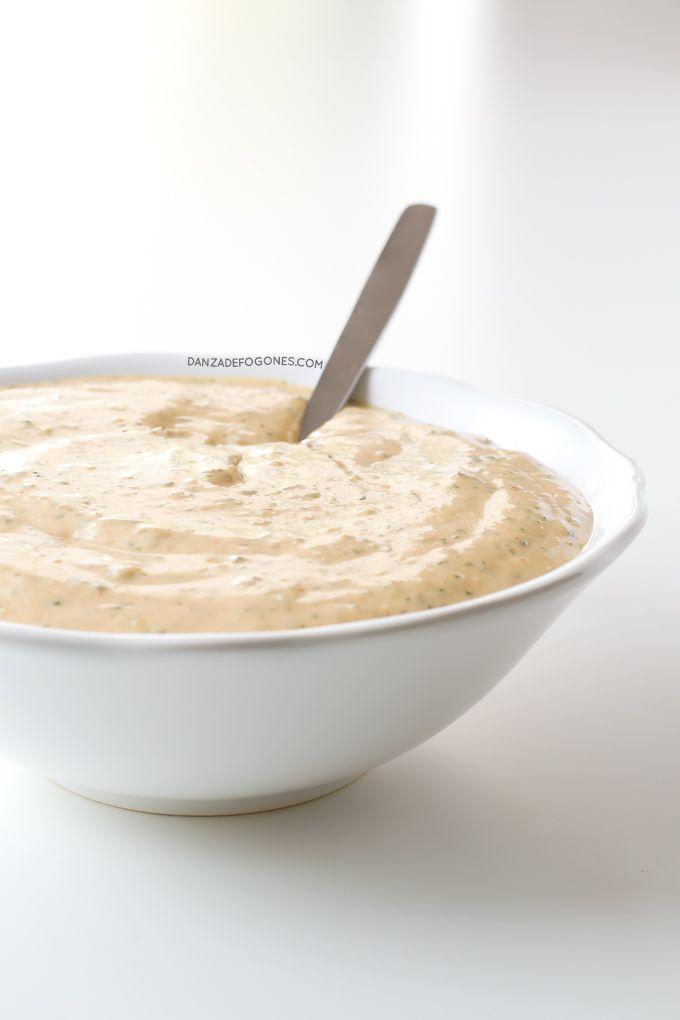 La salsa ranchera es muy popular en Estados Unidos. Está riquísima, es muy cremosa y se prepara en un momento. Es perfecta para ensaladas.