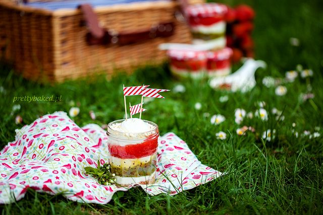 picnic dessert in a jar by PrettyBaked | jessica4020 | Pinterest