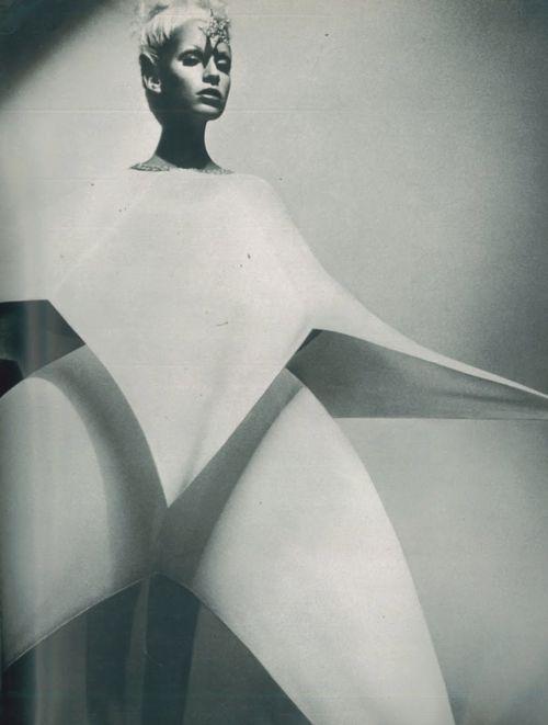 Donna Jordan for Vogue Paris, 1971, photo by Guy Bourdin