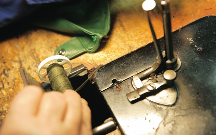 #gloves #gloves1899 #leather #craftsmen #tradition #style #fashion #moda #naples #napoli #italy #italia #madeinitaly #top #class #topclass #couture #hautecouture #gants #history #artigiani #amazing #followme #art #italianstyle