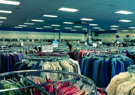 how to become a buyer for a clothing store