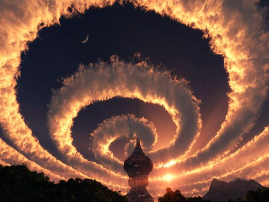 Cloud spiral in the sky. An Iridescent (Rainbow) Cloud in Himalaya. The phenomenon was observed early am October 18, 2009.  上空の風の影響…なんでしょうか。 ヒマラヤの不思議な雲。