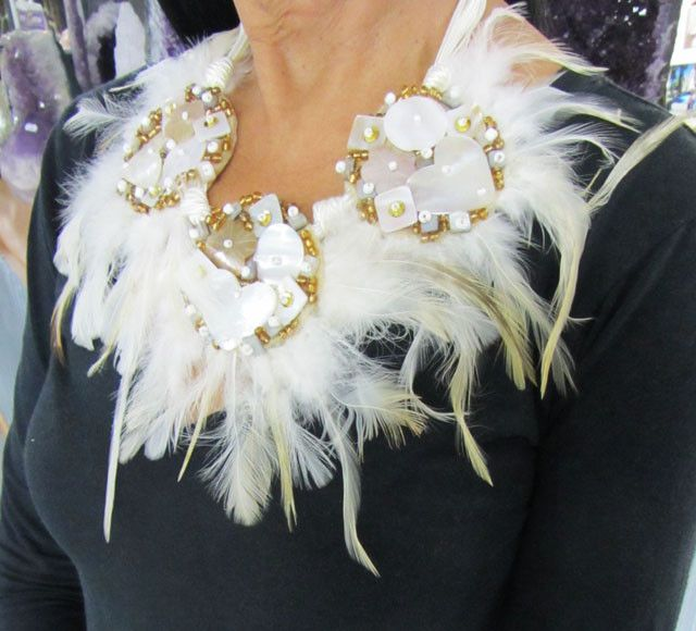 wild one - feather style n shell necklace qt17