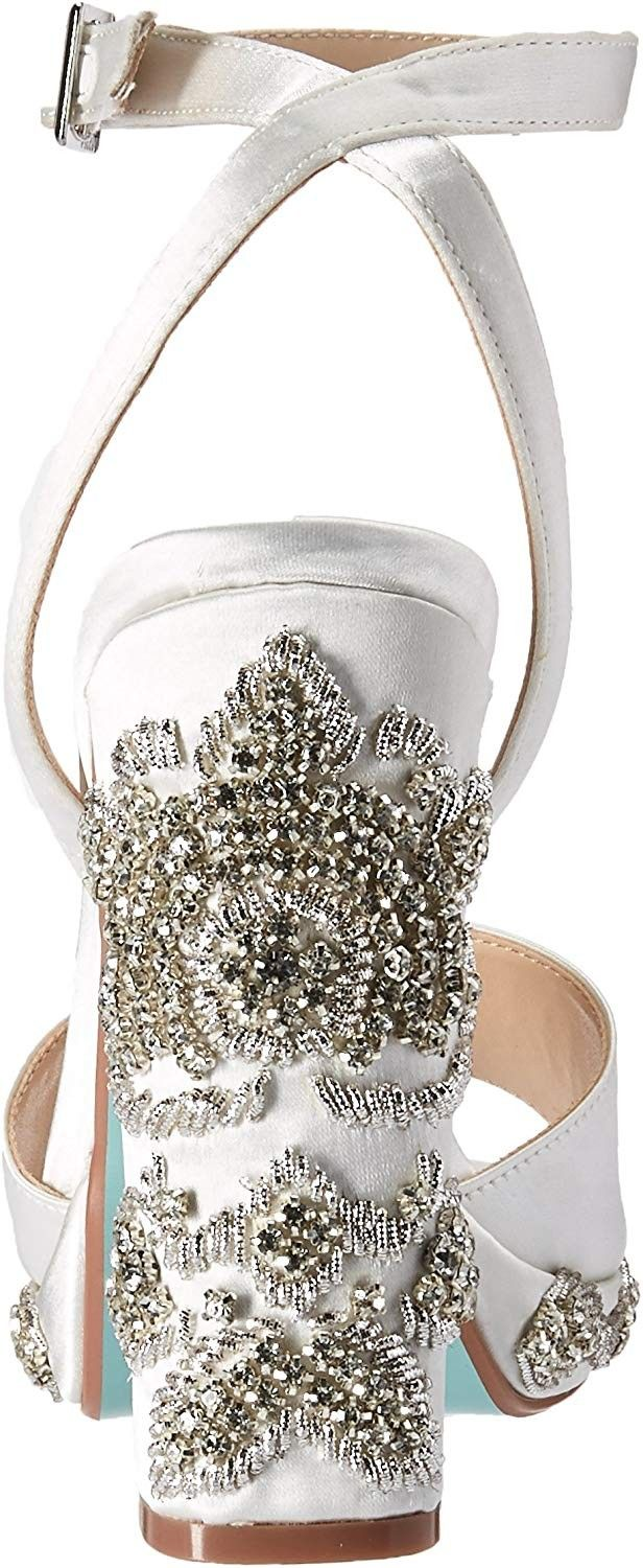 GUESS Womens Geogia2 Heeled Sandal
