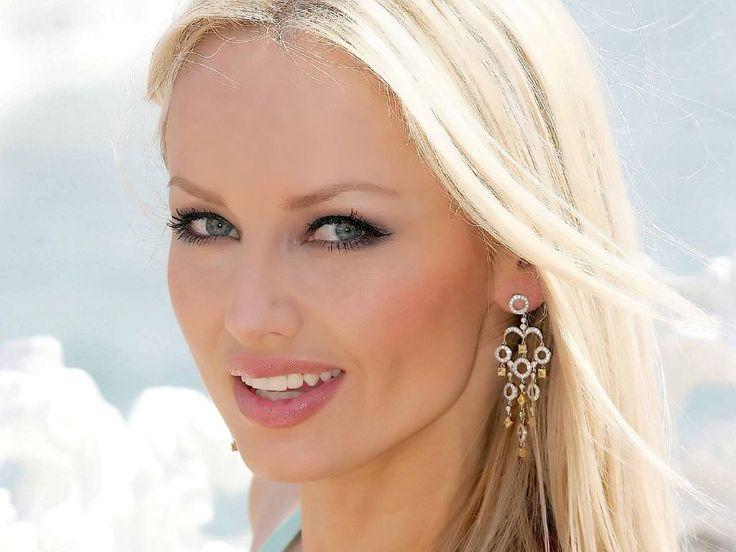 Slovak supermodel Adriana Sklenarikova