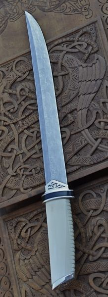Tanto. By, Roger Bergh. Custom Made Knives...................Good way to do guard on knives with straight lines.