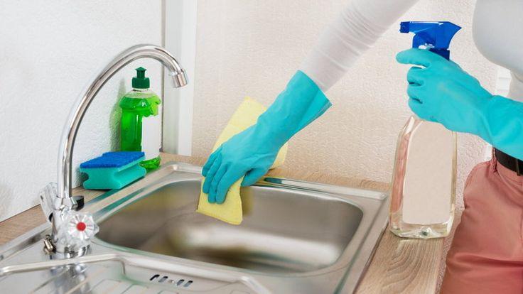Przepis na uniwersalny płyn do czyszczenia - wystarczą trzy popularne w każdym…