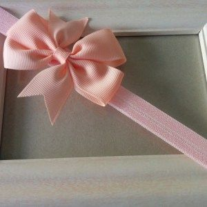 σομόν φιόγκος με ροζ κορδέλα