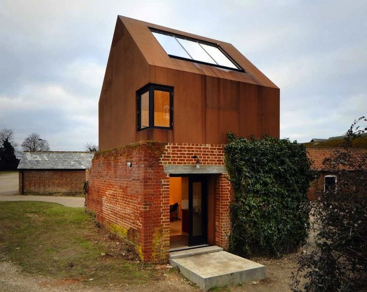 Old red brick Victorian pigeon house converted to a music stiduo. The Aldeburgh Music School studio was designed by architect Haworth Tompkins. Dovecote Studio | iGNANT.de