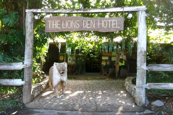 Lions Den Hotel, south of Cooktown