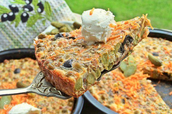 Омлет с гречкой и маслинами  Приготовьте пикантный омлет в духовке. Его можно запечь в переносной электродуховке на даче. И у вас получится вкусный и сытный завтрак! Приятного аппетита!  #едимдома #рецепт #готовимдома #кулинария #домашняяеда #омлет #гречка #завтрак #маслины