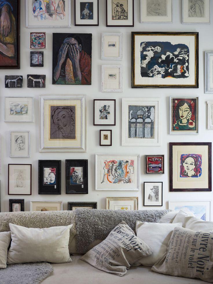 Mur de cadres artistiques / Artistic gallery wall