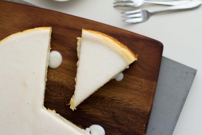 Witte chocolade cheesecake met Bastogne bodem - http://www.mytaste.nl/r/witte-chocolade-cheesecake-met-bastogne-bodem-5854388.html