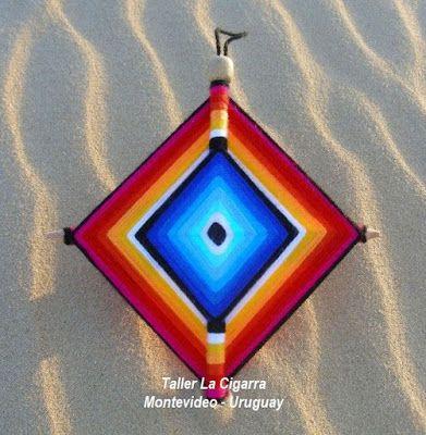 TALLER LA CIGARRA Montevideo - Uruguay: Mandala artesanal textil - Ojo de Dios - Realizado en lana y madera - Hecho a mano en Uruguay