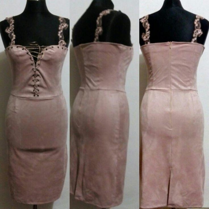 Платье из телесно-розового замша на бретелях из кружева на шнуровке