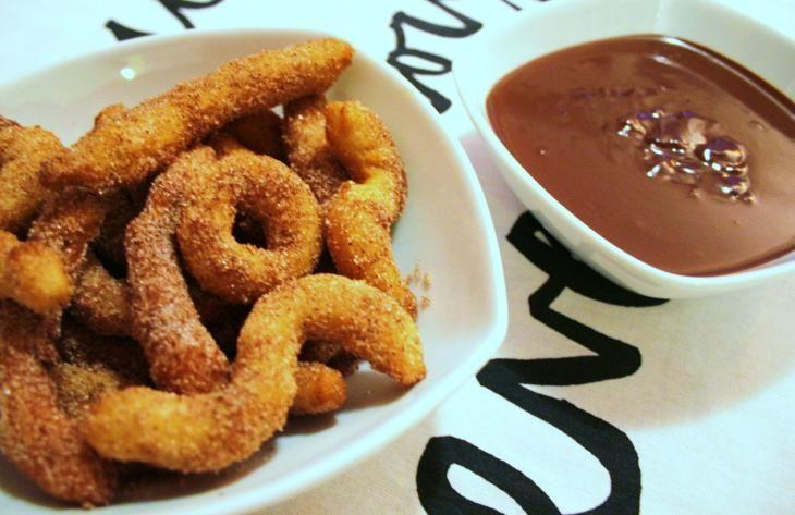 Espanjan makuja! Churros-resepti Keltaisessa keittiössä http://www.rantapallo.fi/keltaisessakeittiossa/2013/06/24/churrot/ #resepti #churros