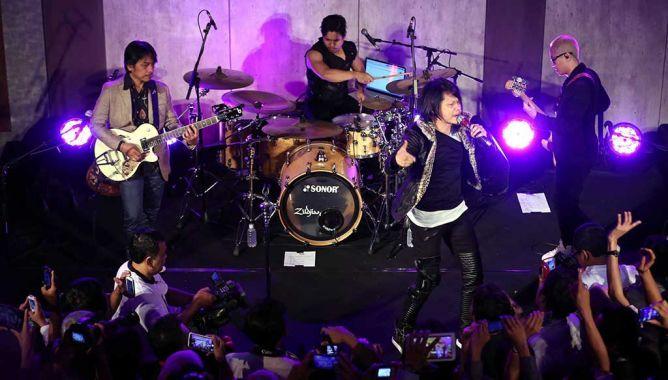 "BERITA JOGJA – GIGI bukan sekadar band senior yang punya filosofi ""yang penting eksis"" di industri musik Indonesia. Tiap tahun Armand (Vokal), Dewa Budjana (Gitar), Thomas (bass), dan Hendy (drum) memang bikin album. Tapi lagu-lagu di album GIGI enggak didesain cuma buat hits."