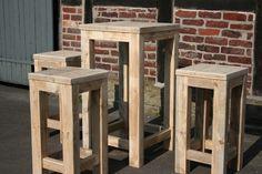 Bauholz-Stehtisch-Hocker Kombination recycelt von Linnards via dawanda.com