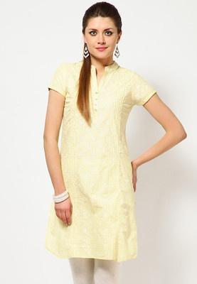 Yellow coloured printed kurta for women from Folklore. Made from 100% cotton, this kurta features a knee length, short sleeves, a mandarin collar and a regular fit.