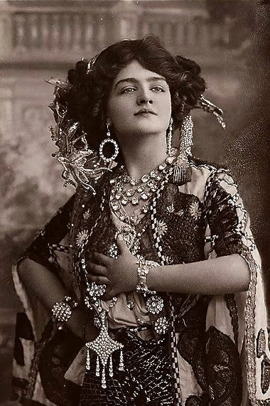 Lily Elsie, le Belle Epoque Beauty no.3 in my series Beauties of le Belle Epoque - Sanctuaries, Dreams and Shadows - Art, Poetry, Vintage Images - Zimbio