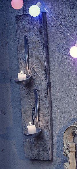 Duas conchas pregadas a um pedaço de madeira viraram um porta-velas rústico