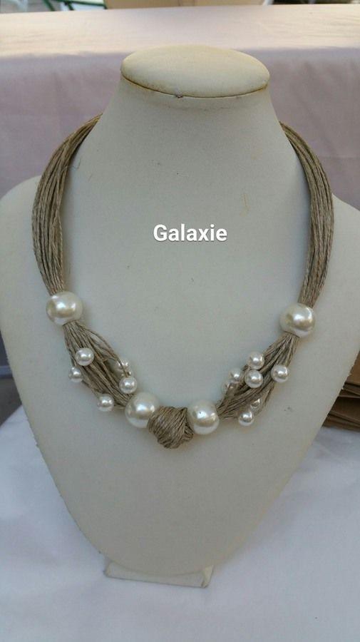 collier en lin enserrant en bouquet de perles en verre nacré, réglable, longueur 46cm