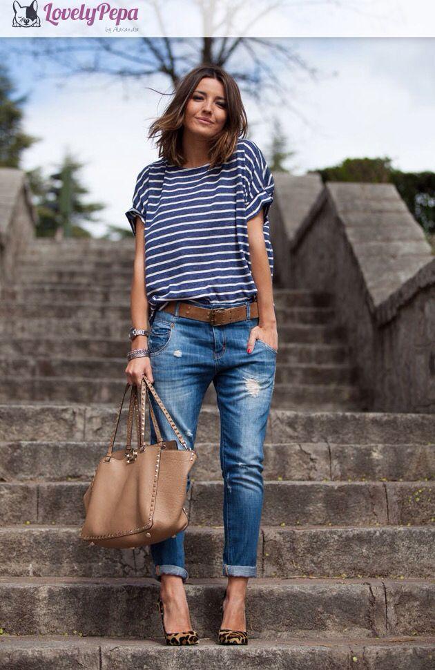 Meia estação - verão - Calça jeans boyfriend com barra dobrada + blusa básica listrada + cinto caramelo + scarpin oncinha + bolsa caramelo