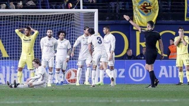 El Villarreal se disculpa ante los árbitros pero insiste en que está mal hacerles regalos - http://www.20minutos.es/deportes/noticia/villarreal-disculpa-arbitros-insiste-esta-mal-hacerles-regalos-2972479/0/