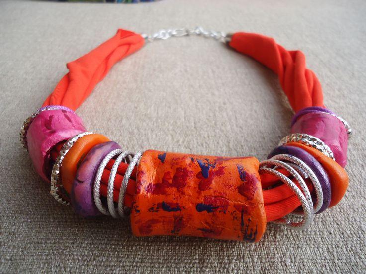 collana artigianale in argilla e lycra - arancio e fuxia