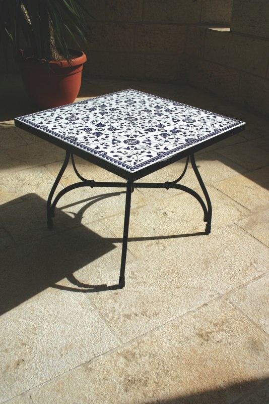 Vilket vackert bord! Måtte jag hitta ett liknande i Spanien!