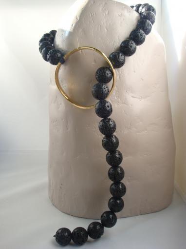 Collana in pietra lavica africana