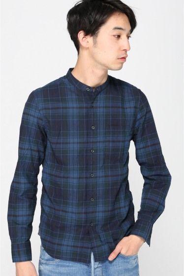 インディゴマドラス バンドカラーシャツ  インディゴマドラス バンドカラーシャツ 7452 風合いの良いコットン素材を使用したバンドカラーシャツです 深みのあるインディゴのマドラスチェックは1枚着からインナー使いまで幅広く使える1枚 クラシックな印象のあるバンドカラーはストールやスカーフなどと合わせたスタイリングにもオススメです モデルサイズ:身長:185cm バスト:83cm ウェスト:72cm ヒップ:93cm 着用サイズ:38