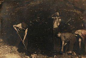Mineiros no desmonte do carvão, década de 30. © Museu Mineiro de São Pedro da Cova.