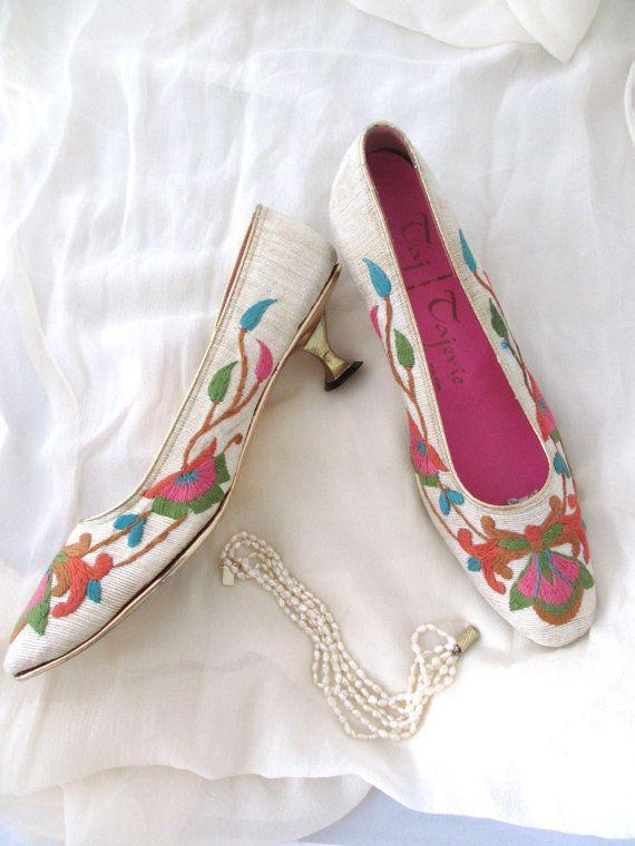 Vintage 60s Taj of India Embroidered Silk Shoes Pagoda Heel 8.5