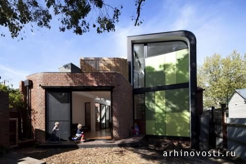 Эдвардианский дом, расположенный на небольшом участке земли в районе Абботсфорд австралийского города Мельбурн, в 2012 году успешно пережил реконструкцию и расширение. Несмотря на многочисленные ограничения, специалисты из архитектурной компании Chan Architecture справились со стоявшими перед ними задачами на отлично....