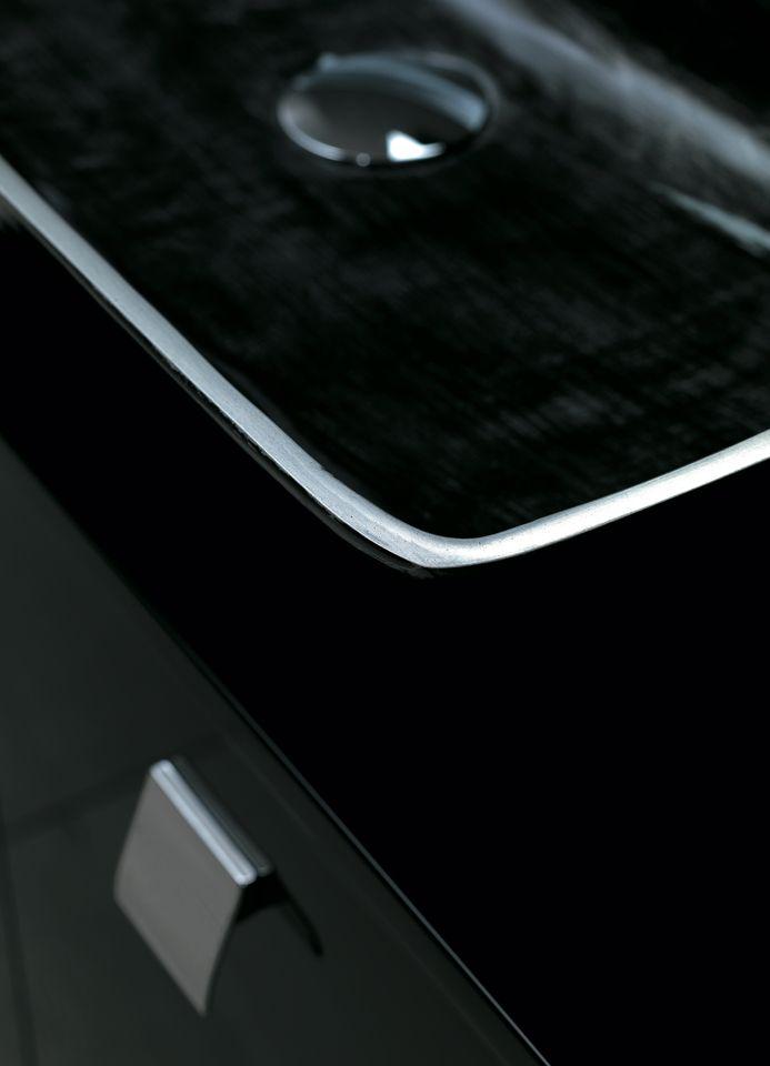 Details black