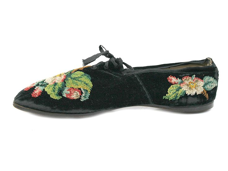 Сhenille Hand-embroidered Velvet Walking Shoes. c. 1830.