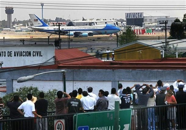 Barack Obama Presidency: Mexicans look at the Air Force One arriving at the Benito Juarez International Airport, in Mexico City on April 16, 2009 in the first trip to Latin American of US President Barack Obama.