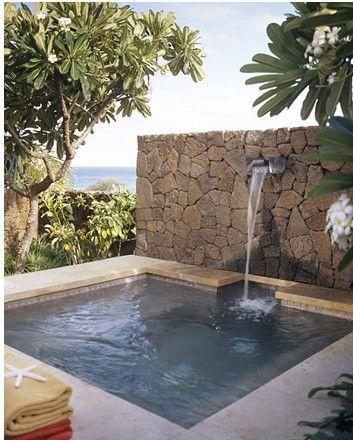 bassin béton et pierres de parements