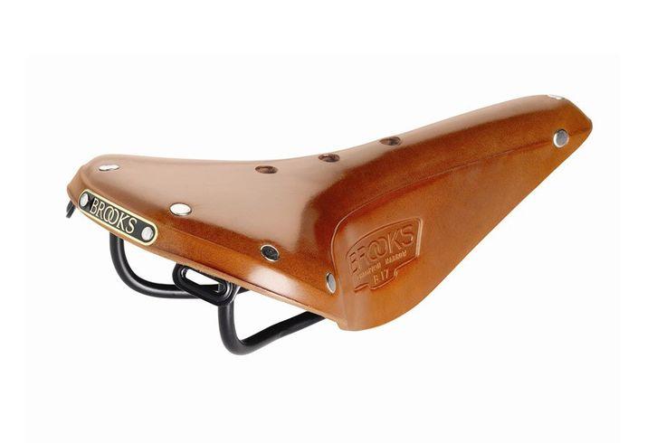 Brooks B-17 Smal  Bruin  Brooks B-17 Smal Zadel:  Rails: Zwart kleur van staal.  Leer gespannen over metalen structuur.  Afmetingen: Lengte 279mm x Breedte 151mm x Hoogte 70mm.  Pasbaar op elke zadelpen met twee railsen.  Gewicht: 530 grs. Beschrijving Dit is een sportievere versie van het wereldwijd gerenomeerde en tijdloze B17 zadel. Een ontwerp zo goed dat het constant in productie wordt genomen sinds het in de catalogus uit 1910 verscheen. De B17 Narrow (smal) is zeer geschikt voor zowel…