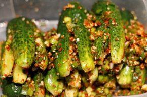 Ои Собаджи (кимчи из огурцов, огурцы по корейски)  7-8 средних огурчиков   1 чашка мелконарезанного зелёного лука 1 ст.л с горкой мелко порезанного! чеснока 1 ст.л. сахара 1 ст.л жаренного кунжута 1 ч.л кунжутного масла 2 ст.л порошка чили 1 ст ложка рыбного соуса( можно не добавлять)