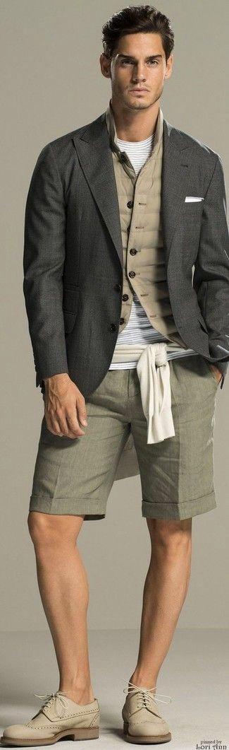 Intenta ponerse un chaleco de abrigo acolchado en beige y unos pantalones cortos grises transmitirán una vibra libre y relajada. ¿Te sientes valiente? Haz zapatos brogue de ante beige tu calzado.